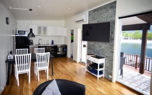 Moderne feriehus ved fjorden for 4 personer