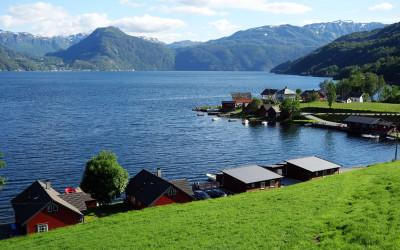 Åkra i Kvinnherad ved Åkrafjorden, en sidearm til Hardangerfjorden.