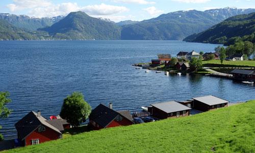 Feriehus ved Åkrafjorden, ein sidearm til Hardangerfjorden.